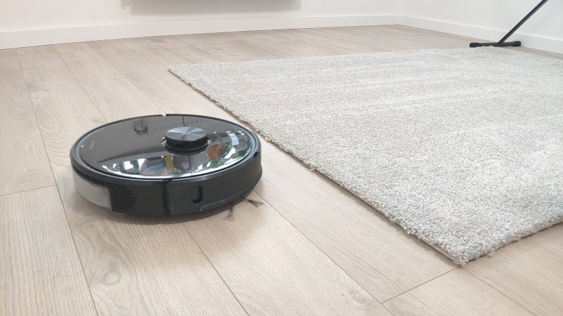2,500 Pa of suction power provides great performance on carpet