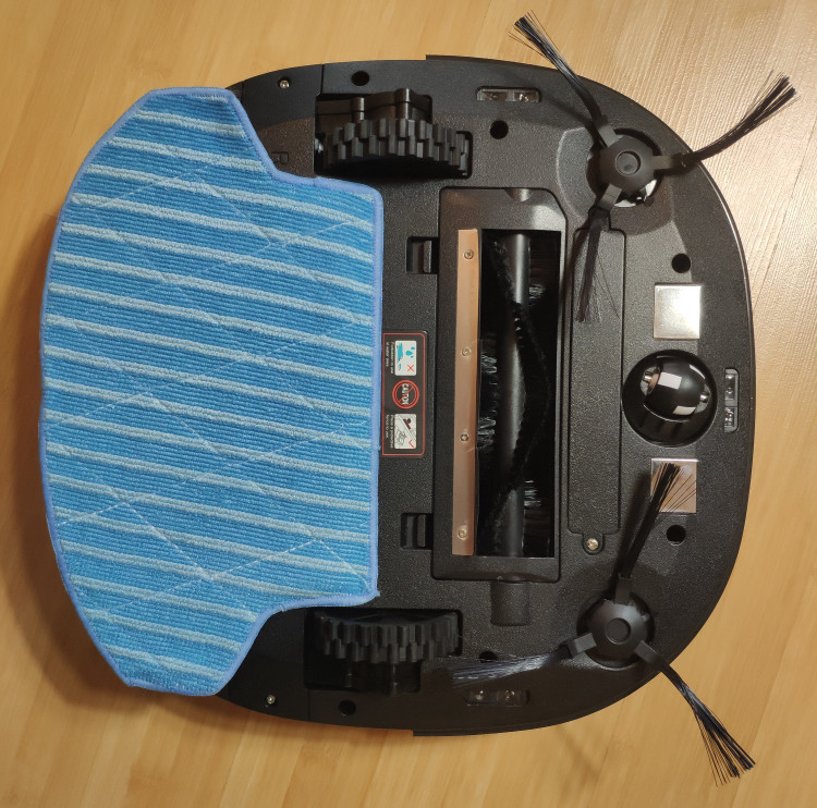 MinSu NV-01 with the mopping pad and main brush
